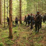 Začátek exkurze v lesním prameništi